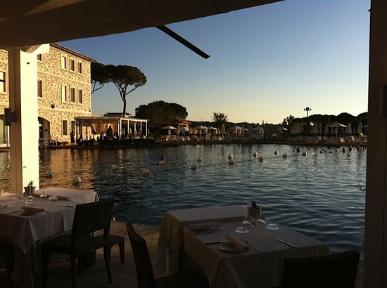 Terme di Saturnia Spa & Golf Resort: Saturnia Therma Pool & Restaurant