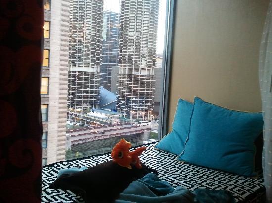 Kimpton Hotel Monaco Chicago: River view with the Kimpton Guppy