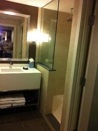 The Hotel at Arundel Preserve: bathroom