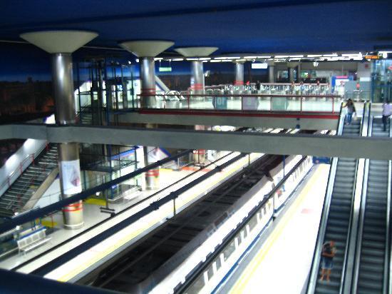 มาดริด, สเปน: metro station to go to the city