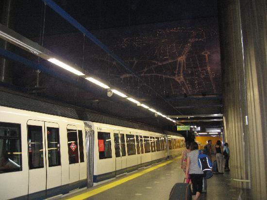 มาดริด, สเปน: metro, subway, amazing, modern