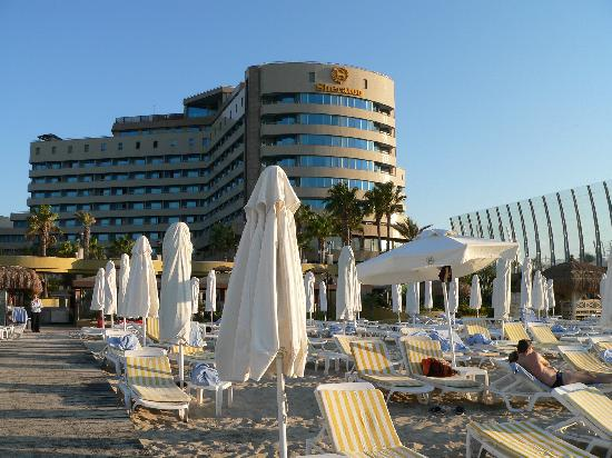 Sheraton Cesme Hotel Resort & Spa: l'hotel visto dlla spiaggia