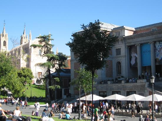 มาดริด, สเปน: nice afternoon waiting for el prado museum