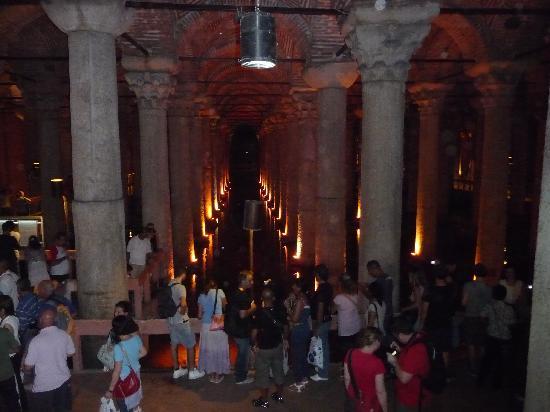 บาซิลิกาซิสเทิร์น: View of columns