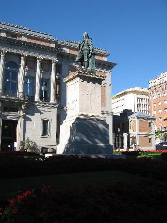 มาดริด, สเปน: statue close to el prado