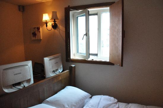 โรงแรมเมท วาก๊อก: room