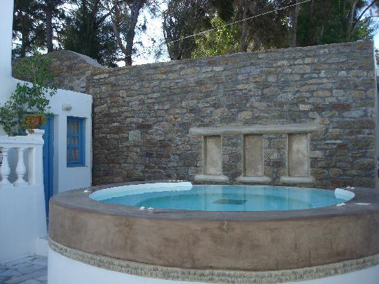 Hotel Carbonaki: Piscina idromassaggio