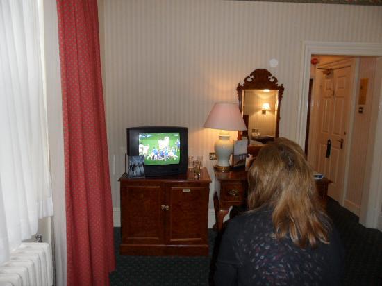 เดอ เวียร์ โฮเต็ล เดอะ แกรนด์ ไบรท์ตัน: Noisy room