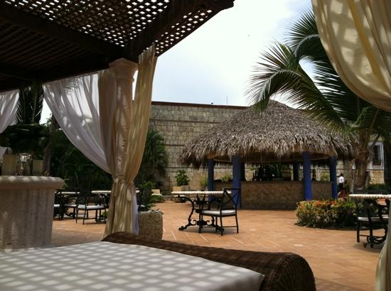 Excellence Punta Cana: Bar at cascading pool