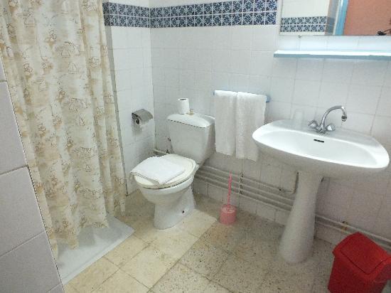 Hotel les Jasmins: salle de bain