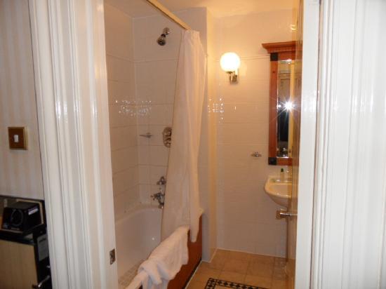 เดอ เวียร์ โฮเต็ล เดอะ แกรนด์ ไบรท์ตัน: bathroom