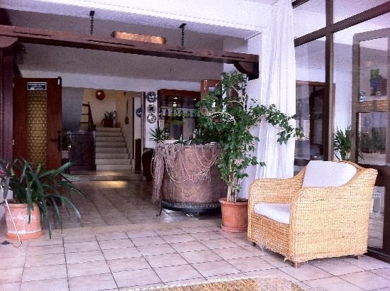Hotel Galaxia: Lounge at the front of the hotel