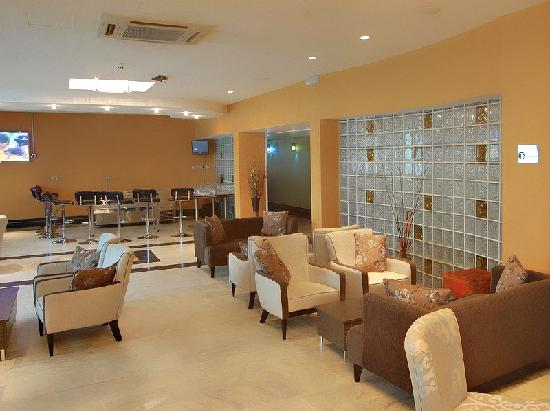 Amara Suites: Bar + Lounge