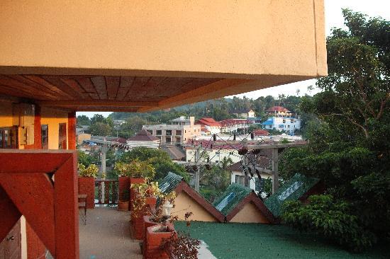 ดรอปอินซันไรส์โฮเทล (เดิมคือซันไรส์โฮเทล พะงัน: view from balcony