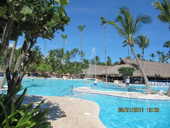 Iberostar Bavaro Suites: The beautiful pool, which has The Steak House close by.