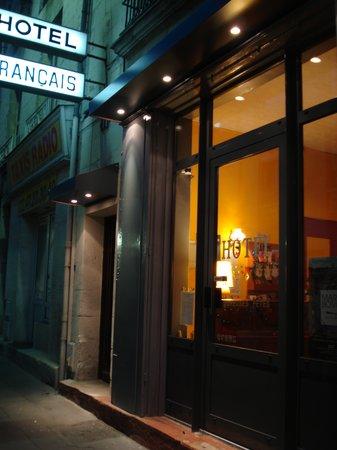 Hotel Francais: L'entrée - Hôtel Français