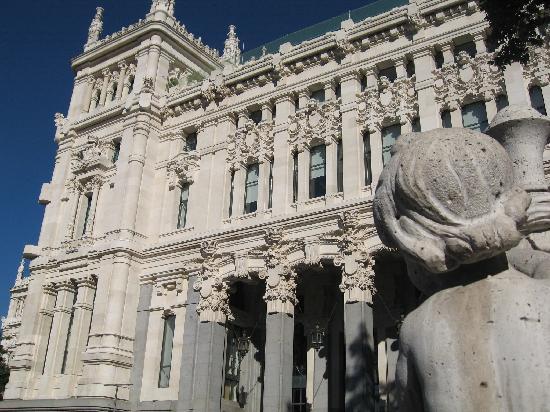 มาดริด, สเปน: one side in the city hall palace