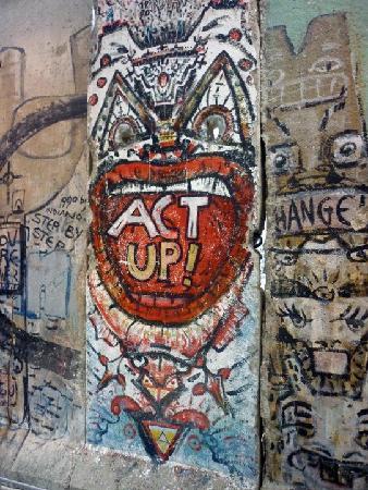 นิวเซียม: Berlin Wall
