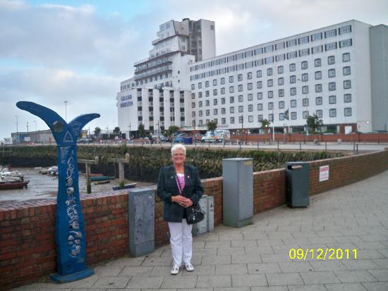 Grand Burstin Hotel: from the harbour