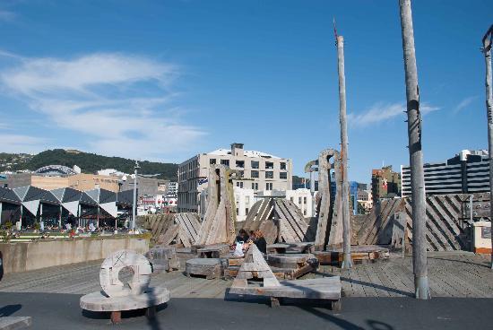 City to Sea Bridge: Features on top of the bridge