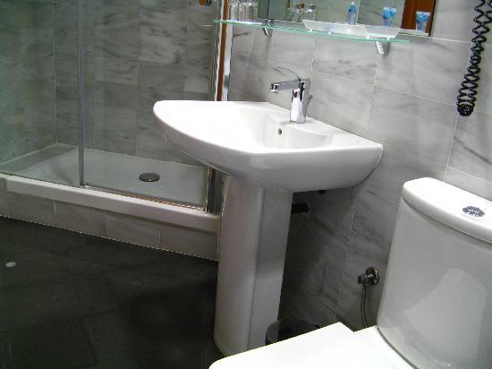 โรงแรมเดลคอมเต: Nice bathroom