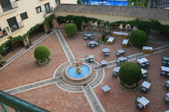 Gran Hotel Benahavís: Patio