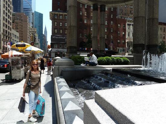 Renaissance New York Hotel 57: Frente al 57