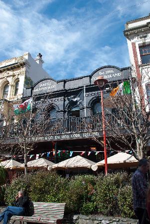 ตำบล คิวบา สตรีท: Surprise... there's even an Irish Pub there!
