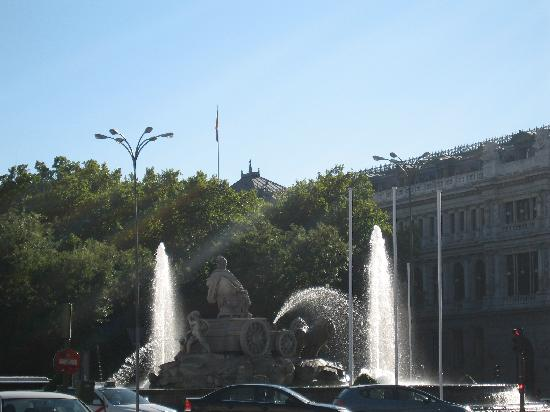 มาดริด, สเปน: cibeles fountain and bank of spain