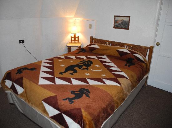 Wigwam Motel: Room interior