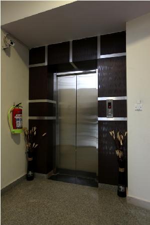 โฮเต็ล แอร์พอร์ท ซิตี้: Lift.