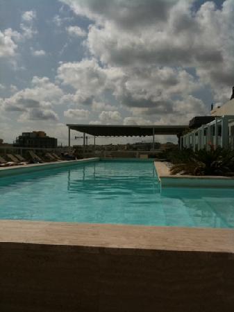 The George Hotel: piscina