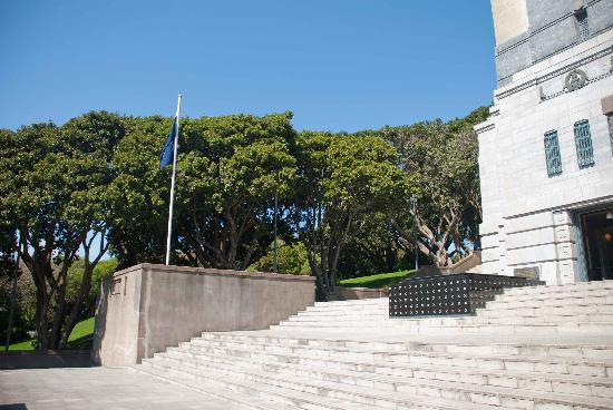 National War Memorial: Steps to the Memorial