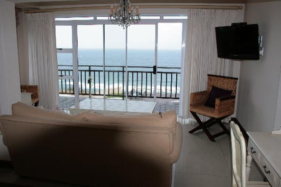 305 Guest House: Inside Room with Balcony