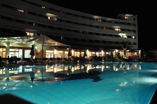 TUI Sensimar Lindos Bay Resort & Spa: Evening at the pool