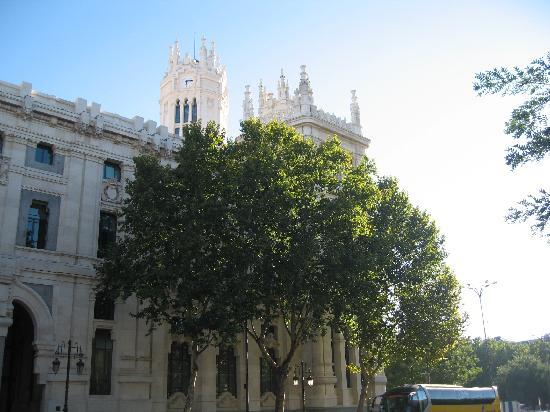 มาดริด, สเปน: city hall from the left side