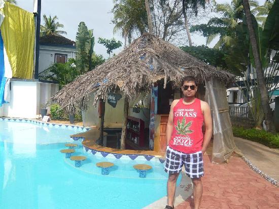 ซานทานา บีช รีสอร์ท: Pool side Bar