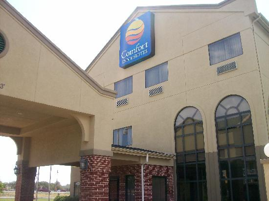 Quality Inn & Suites: Hotel Entrance