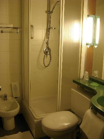 ไอบิสมิลาโน เซ็นโทร: shower