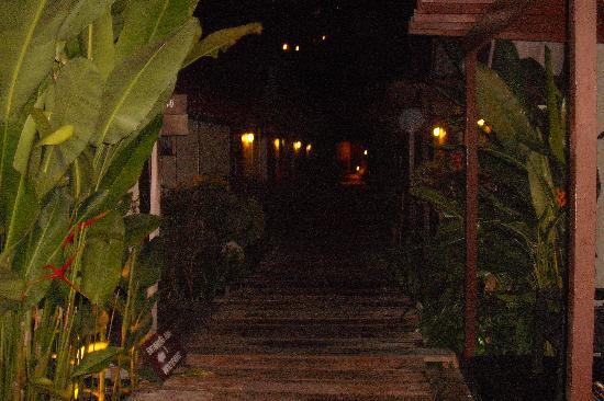 โรงแรมพี พี คาสิตา: walkway