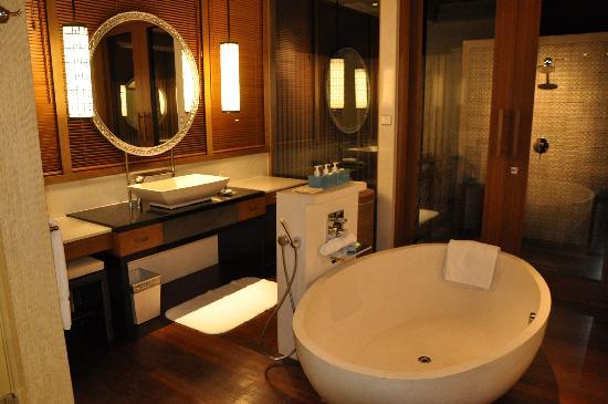 แชงกรีลาส์ วิลลิงกีลี รีสอร์ท แอนด์ สปา: Bathroom