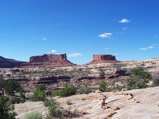 ยูทาห์: The Monitor and the Merrimac, on the way to Canyonlands National Park, near Moab Utah