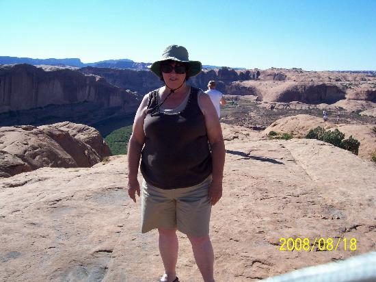 ยูทาห์: Me atop Petrified Sand Dunes during Hummer Tour on Hell's Revenge Slickrock T