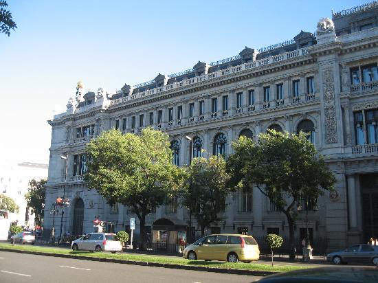 มาดริด, สเปน: bank of spain from gran via