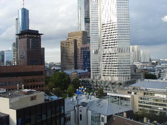 โรงแรมอะดิน่า อพาร์ทเมนท์ แฟรงก์เฟิร์ต นิวว์ โอเพอ: View from balcony