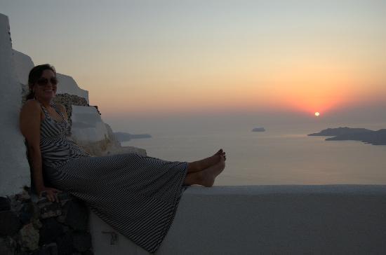 Villa Irini Santorini: Watching sunset from our patio view.