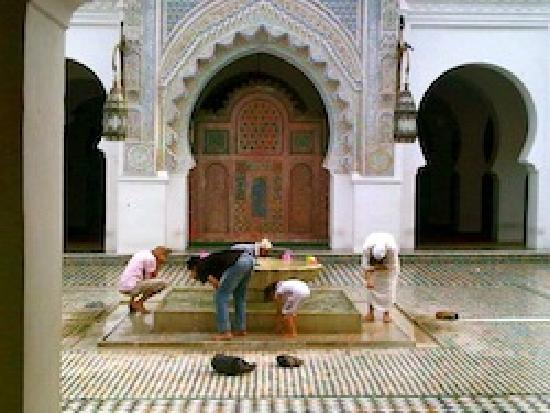 Travel Exploration Morocco Private Tours: Kairoine Mosque, Fes