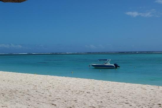 LUX Le Morne: beach