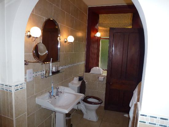 Glenfinnan House Hotel: Jcobite suite bathroom part 2