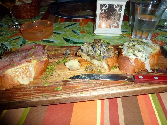 Broccolino Restaurant : Brushetta (small portion)
